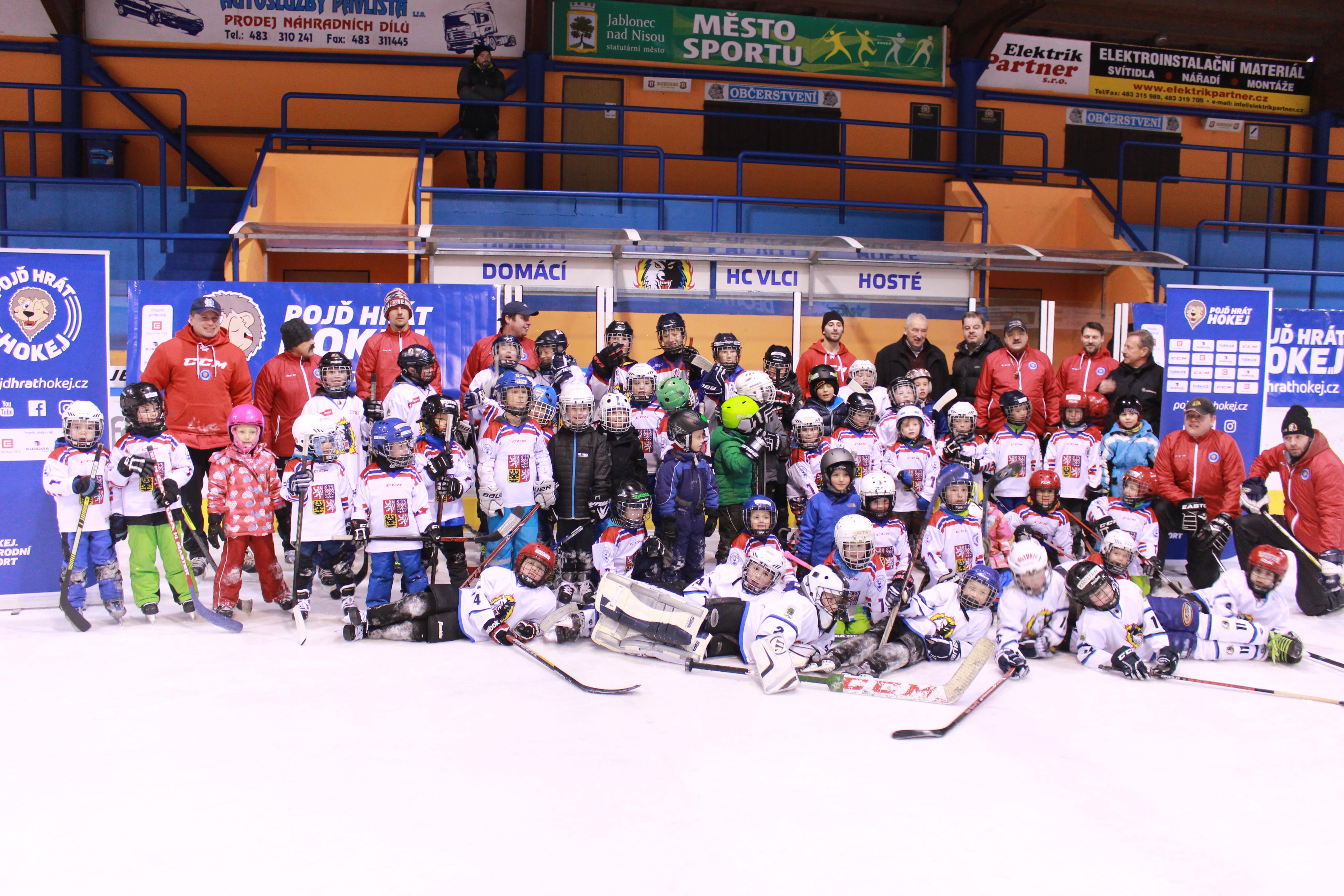 ada9df01e Náborový program Českého svazu ledního hokeje pod názvem Týden hokeje,  přilákal v sobotu dopoledne na jablonecký zimní stadion desítky dětí a  jejich rodičů.